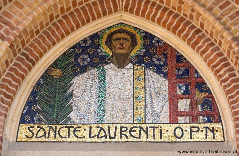Laurentius-Mosaik über dem Hauptportal (Foto: Fröschl)