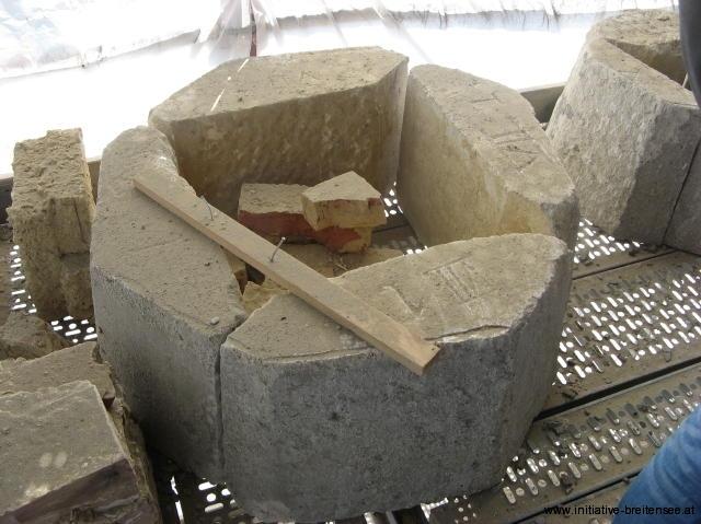 Abgebaute Teile eines Eckturms (Foto: Baier)