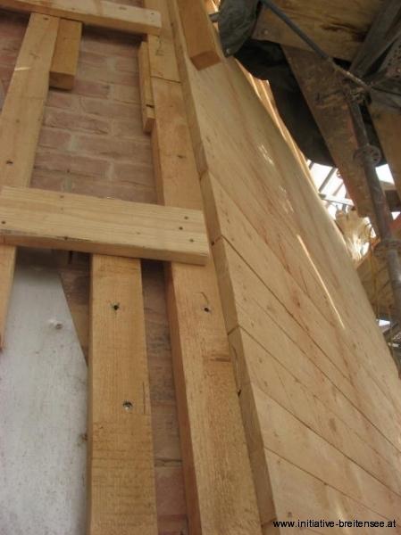 Holzunterkonstruktion für die Verblechung des Helms (Foto: Baier)