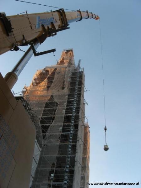 Die Basis der Kreuzrose wird auf rund 60 Meter gehoben. (Foto: Baier)