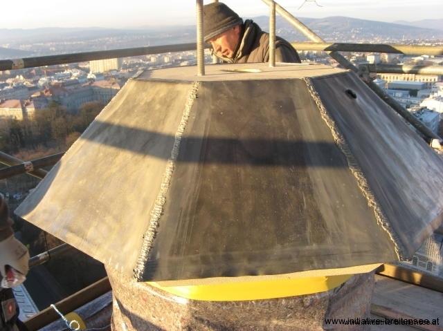 Die Oberseite des Kranzgesimses wurde mit Blei gedeckt. (Foto: Baier)
