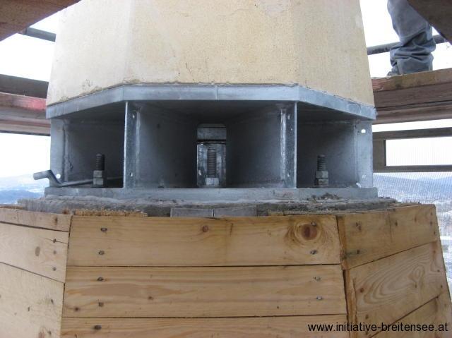 Stahlplatte unter der Turmspitze (Foto: Baier)