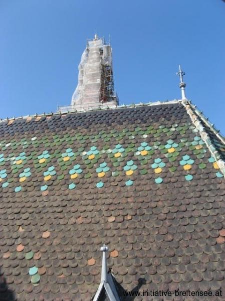 Das ursprüngliche Muster in den Dachziegeln wird wiederhergestellt. (Foto: Baier)