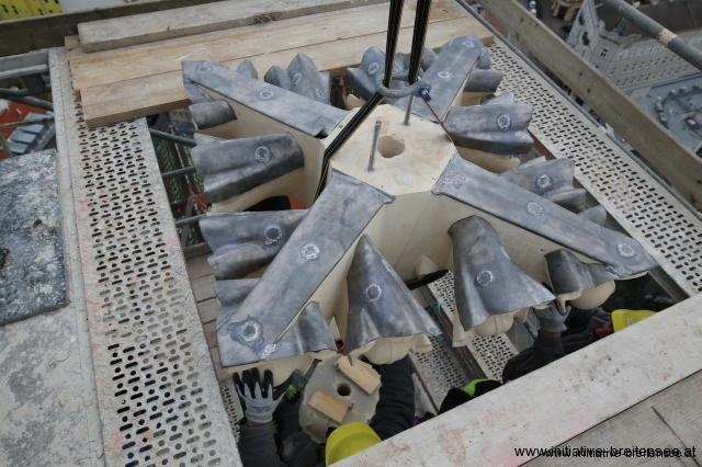 Auch die Kreuzrose wurde zum Schutz mit Blei gedeckt. (Foto: Fröschl)
