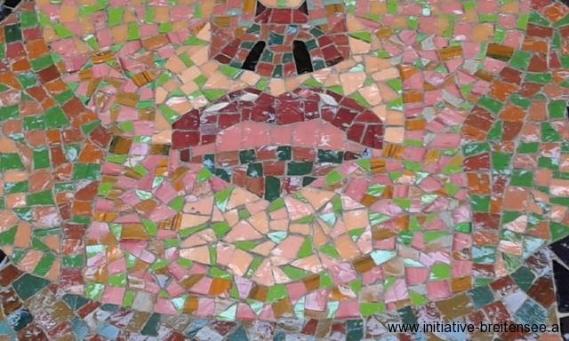 Subtile Setzweise in der unteren Gesichtshälfte des hl. Laurentius: Selbst die Lichtreflexe in der Oberlippe wurden mit kleinst zugerichteten weißen Glasmosaiksteinen, sogenannten Smalten, gesetzt. (Foto: Merényi)