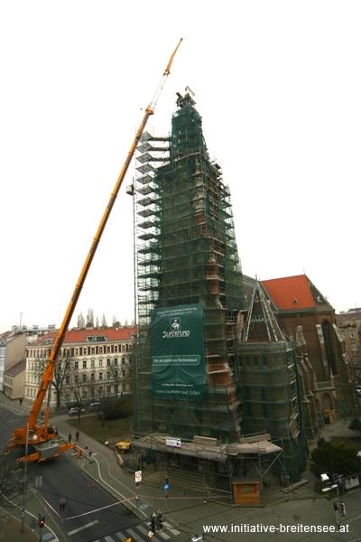 Hauptturm mit Mobilkran (Foto: Fröschl)