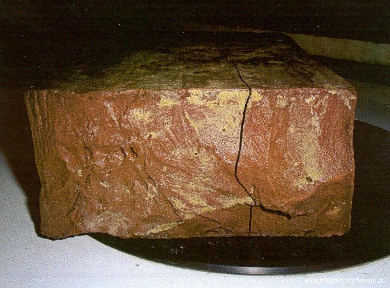 Bereits ab dem 6. Frost-Tau-Wechsel mussten beginnende Schädigungen in Form von Rissbildungen und flächigen Abplatzungen festgestellt werden. (Foto: OFI)