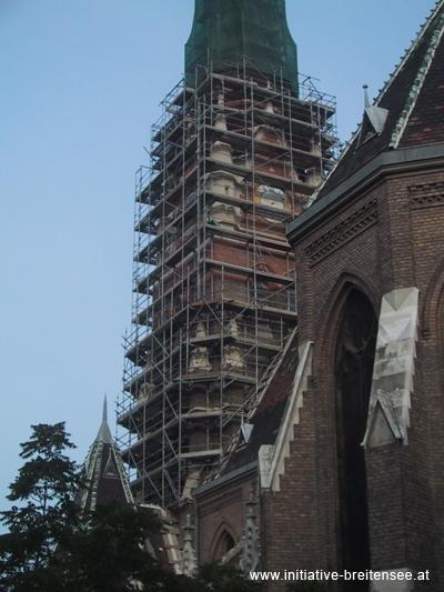 2004 wurde als erster Renovierungsschritt mit Vorarbeiten für die Fassadeninstandsetzung begonnen. (Foto: Baier)