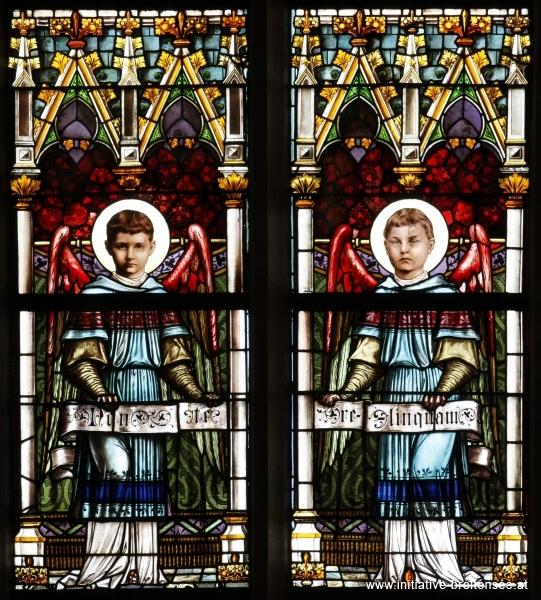 Zwei Engel mit Spruchband (Foto: Stöcher)