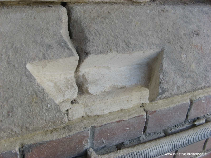 Probesanierung des südlichen Turmanbaus: rund 30 Vierungen wurden eingebaut. (Foto: Baier)